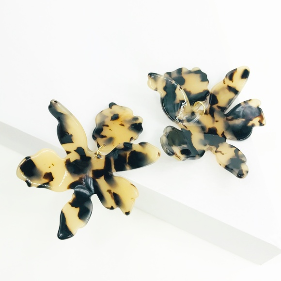 CLOSET REHAB Jewelry - Paper Lily Earrings in Blond Tortoise